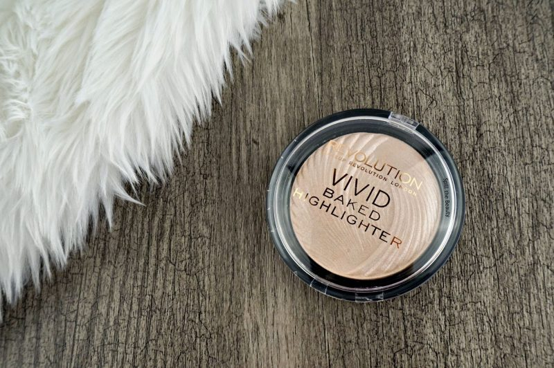 "MAKEUP REVOLUTION Vivid Baked Highlighter ""Peach Lights"" – Review, Swatches and Look"
